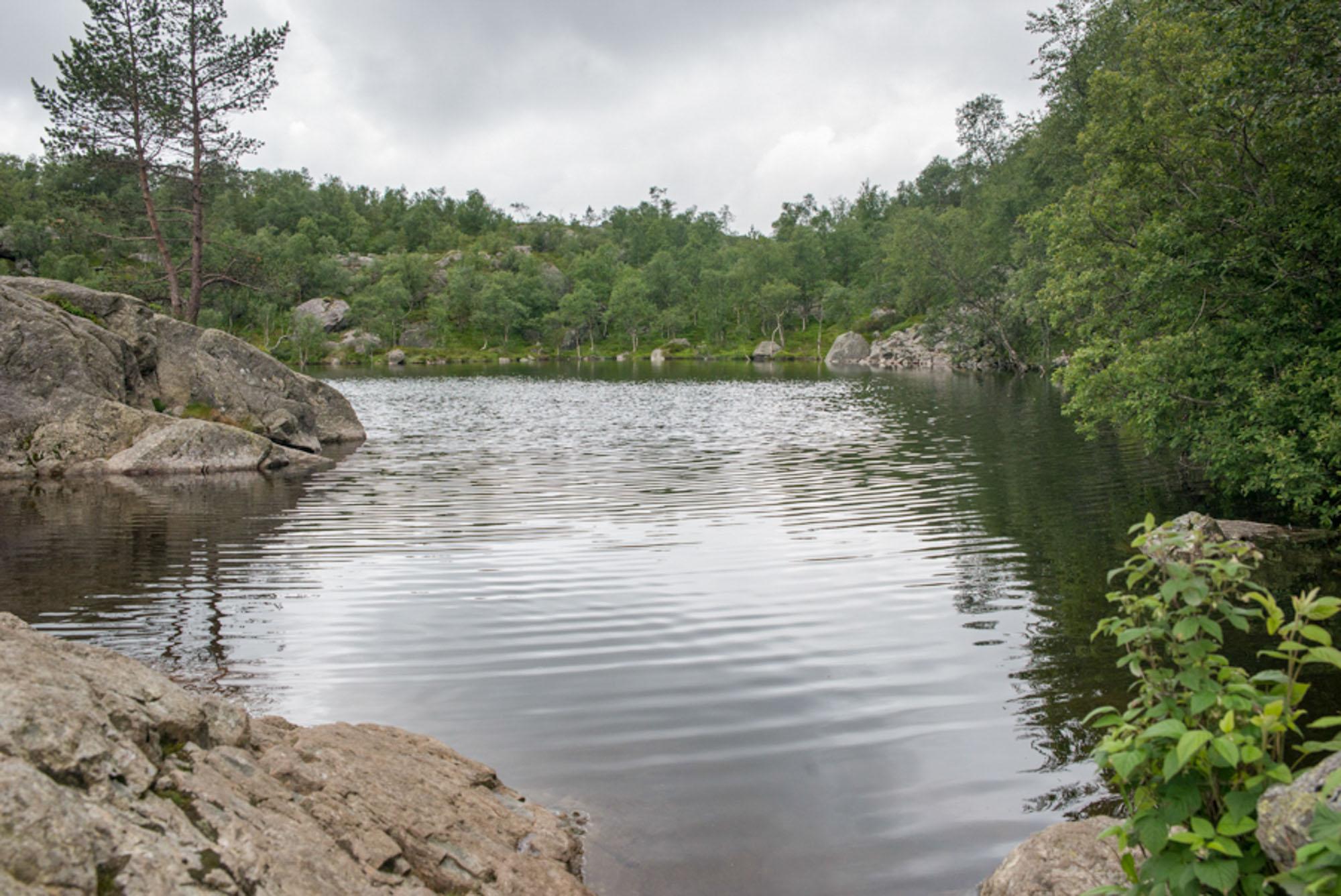 Lake preikestolen