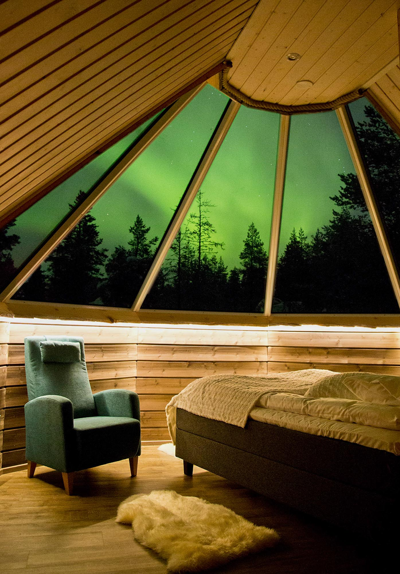 Muotka glass igloos aurora borealis