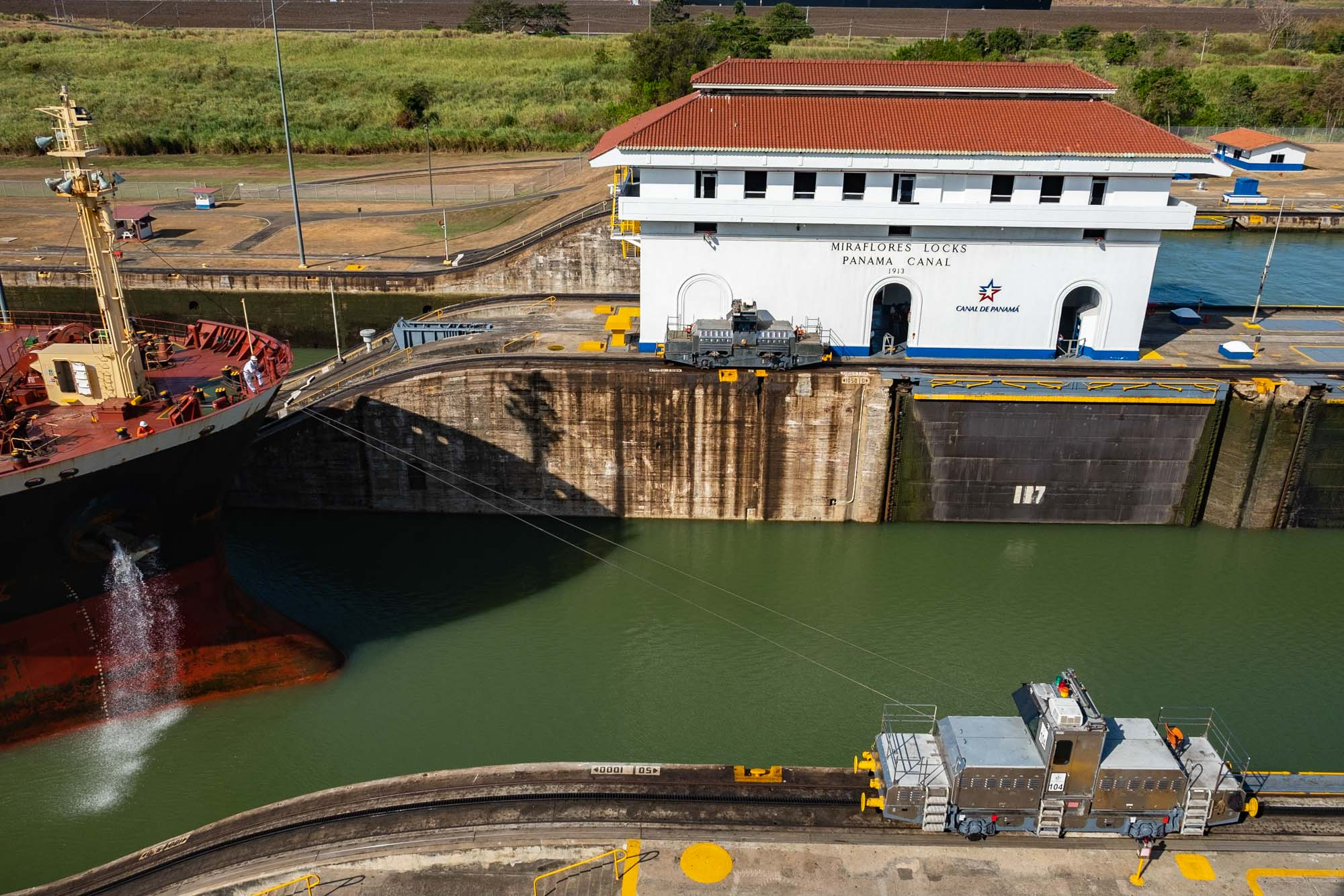 kids love panama canal
