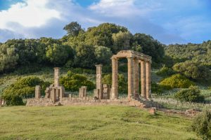 How to spend half a day at Tempio Di Antas. Sardinia.